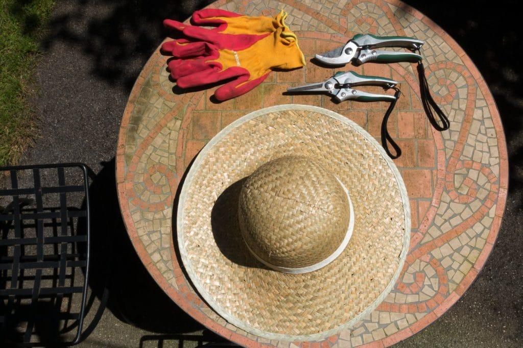 sun-hat-protection-uv-radiation-scissors-162443
